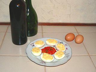 Garnirowane jajka faszerowane