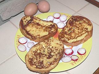 Grzanki w masie jajeczno-mlecznej