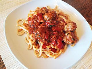 Klopsiki w sosie pomidorowo-paprykowym