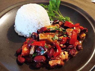 Kurczak z czerwoną fasolą i papryką