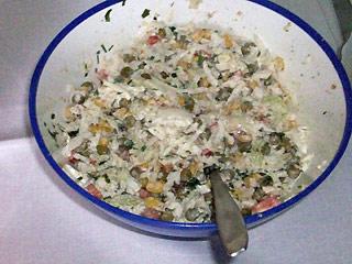 Sałatka z białej kapusty z warzywami