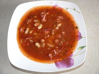 Szybka zupa z białej fasoli z kiełbasą