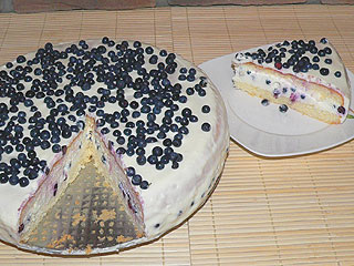 Tort serowy z jagodami