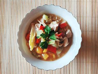 Zielone curry z kurczakiem i warzywami