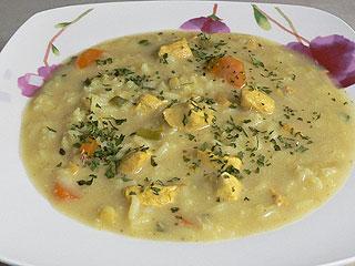 Zupa curry z ryżem i kurczakiem