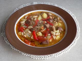 Zupa fasolowa z mięsem