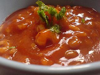 Zupa krem pomidorowo-fasolowa z krewetkami