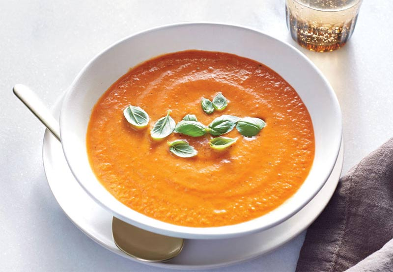 Zupa pomidorowa z czosnkiem i bazylią