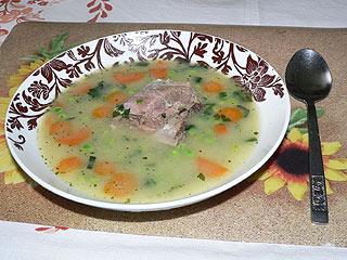 Zupa z młodego groszku