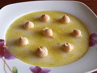 Zupa z żółtego sera